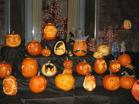 Pumpkins are a great fundraising product during Halloween! Find out more. (Photo by Amelia Extra / Flickr)